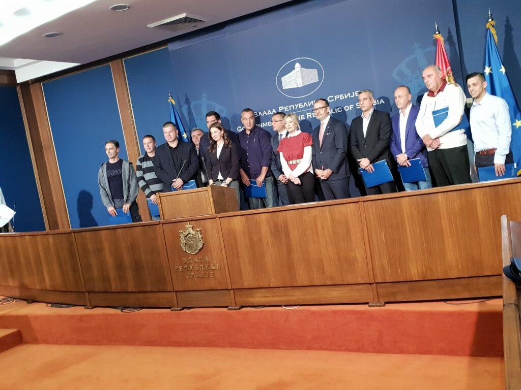 Vlada Republike Srbije potpisivaje Rešenja o odobrenju 23.10.2018.